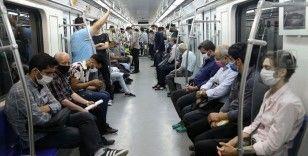 İran'da son 24 saatte Kovid-19'dan 216 kişi hayatını kaybetti