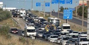 Tatilciler dönüş yoluna geçti, araçlar ilerlemekte güçlük çekti