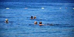 İrem Derici denizden çıkmak bilmedi