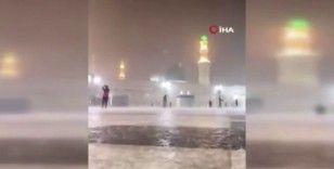Mescid-i Nebevi'de yağmur bereketi
