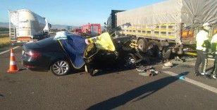 Bolu'da otomobil tırın altına girdi: 3 ölü, 1 yaralı