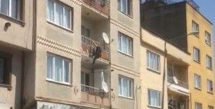 2.kattan böyle atladı, vatandaşın koyduğu yatak sayesinde kurtuldu