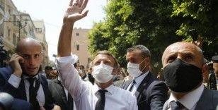 Lübnanlı kadından Fransa Cumhurbaşkanı Macron'a: 'Parayı yolsuz hükümetimize vermeyin'