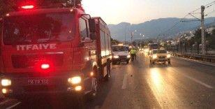 Bursa'da otomobil ikiye bölündü