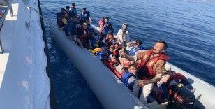 Yunan askerinin benzin bidonlarını zapt ettiği göçmenleri Sahil Güvenlik kurtardı