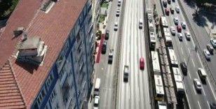 Sorumsuz sürücüler E-5 yan yolu otoparka çevirdi