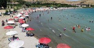 Hazar Gölü Doğu'daki tatilcilere Ege ve Akdeniz sahillerini aratmıyor