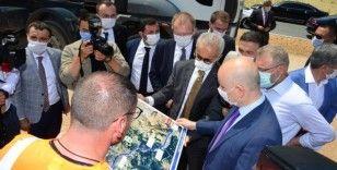Bakan Karaismailoğlu: 'Projelerin bir an önce bitmesi için gerekli olan talimatları veriyoruz'