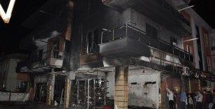 Alevler 3 katlı binayı böyle sardı