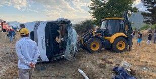 Muğla'da işçileri taşıyan minibüs devrildi: 1 ölü, 12 yaralı