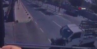 Motosiklet ile kamyonet böyle çarpıştı