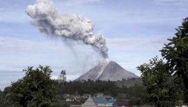 Endonezya'da Sinabung Yanardağı'ndaki hareketliliğin ardından uçuş uyarısı