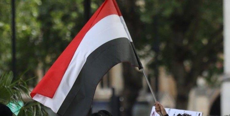 Binlerce Yemenli Taiz'de güvenlik ve istikrarın sağlanması talebiyle gösteri düzenledi