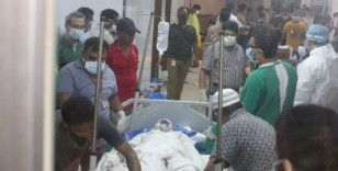 Bangladeş'te camide patlama: en az 13 ölü