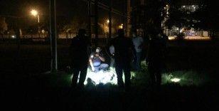Silahlı yaralama ihbarına giden polis, boş arazide alkollü şahıs buldu