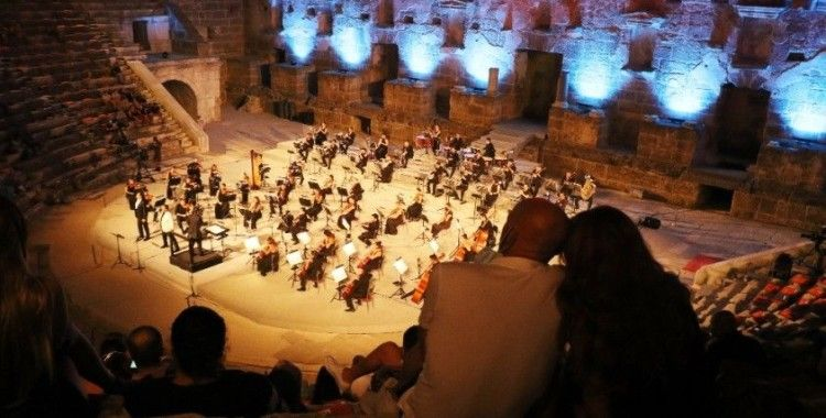 27'inci Uluslararası Aspendos Opera ve Bale Festivali'nin açılışı gala konseriyle yapıldı