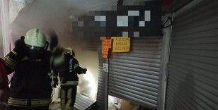 Turistlerin ve vatandaşların uğrak noktası olan iş hanında yangın çıktı