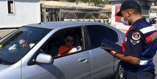 İzolasyonda olması gerekirken, Antalya'ya tatile giderken yakalandı