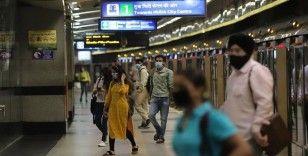Hindistan, ekonomik darboğaz ile Kovid-19'u dizginlemek arasında tercihe zorlanıyor