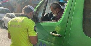 Fazla ve ayakta yolcuyla ara sokaktan kaçan minibüs sürücülerine ceza