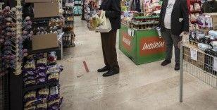 Market ve pazar yerlerinde Kovid-19'a yönelik en önemli tedbir 'sosyal mesafe'