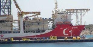 """""""Kanuni"""" kırmızı beyaza boyandı, Türk bayrağı işlendi"""
