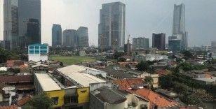 Endonezya'nın başkentinde Kovid-19 kısıtlamaları yeniden uygulanmaya başladı