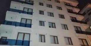 Sancaktepe'de 6 katlı binanın temeli oynadı; bina sakinleri tahliye edildi