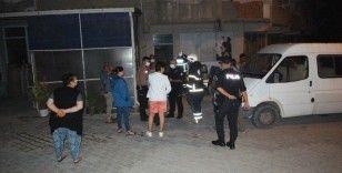 Yangında panikleyen 10 işçiyi kepçeyle kurtardı