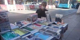 Tıp fakültesini kazanan kızını okutmak için maske satıyor