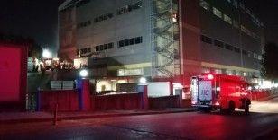 Kocaeli'de korkutan fabrika yangını, 4 kişi dumandan etkilendi