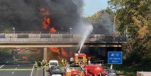Almanya'da benzin yüklü tanker alev alev yandı