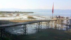 İznik Gölü'nde korkutan çekilme