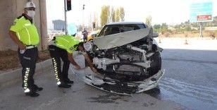 Hastane kavşağında trafik kazası, 2 kişi yaralandı