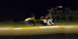 Yol verme kavgasında sopa ve demir çubuklarla birbirlerine saldırdılar