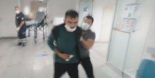 Bıçaklanan yaralı yarasını unutup basına saldırdı