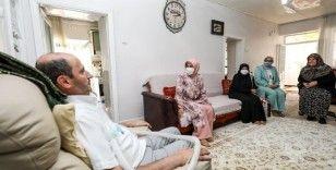 Meral Bilmez ve Kadın ve Aile Hizmetleri Daire Başkanlığı ALS hastası Çelik'i ziyaret etti