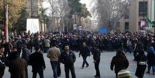 İranlı akademisyen Abdulkerimi: İran'da devletle halk arasındaki mesafe giderek artıyor
