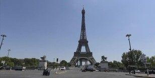 Eyfel Kulesi bomba ihbarı nedeniyle boşaltıldı