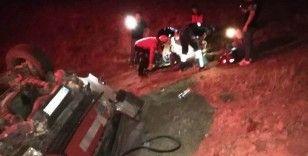 Ayvalık'ta kamyonet devrildi; 3 yaralı