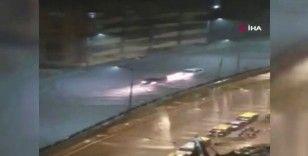 Mumbai'yi sel vurdu, cadde ve sokaklar göle döndü