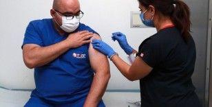"""Covid-19 aşısı için gönüllü olan Başhekim Surel: """"Bu bir insanlık vazifesi"""""""