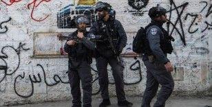 İsrail güçlerinden Batı Şeria'daki Filistinli polislere gözaltı