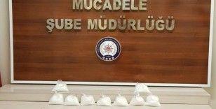 Van'da torbacı tabir edilen şahısın üzerinden 7 kilo 931 gram metamfetamin ele geçirildi