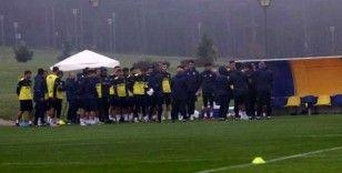 Fenerbahçe yağmur altında çalıştı
