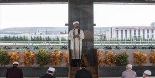 Diyanet İşleri Başkanı Erbaş, başkentte cuma namazı kıldırdı