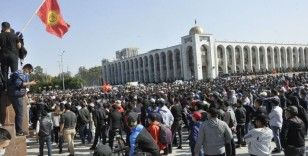 Kırgızistan Cumhurbaşkanı Ceenbekov olağanüstü hal ilan etti