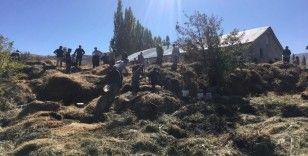 Yüksekova'da çıkan yangında 4 bin 500 bağ ot yandı