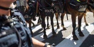 ABD'de atlı polislerin kelepçeyle arkalarında yürüttüğü siyahiden 1 milyon dolarlık dava