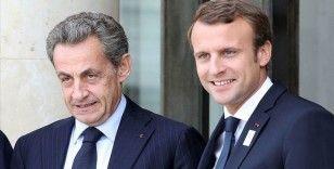 Le Monde: Cumhurbaşkanlığı seçimi yaklaşırken Macron ile Sarkozy arasındaki ilişki gerginleşiyor